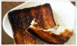 レンジや冷蔵庫の臭いをこげたトーストで取る - 郡山市シニア家事代行