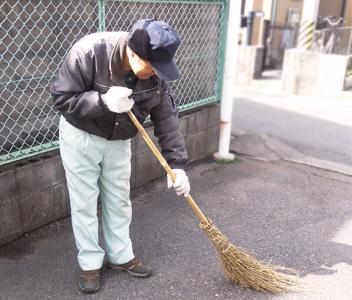 郡山市シルバー人材「いきいきシニア」スタッフ掃除代行の様子