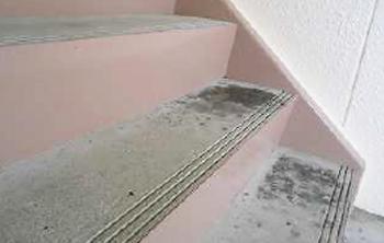 郡山市芳賀アパート清掃・階段掃除前